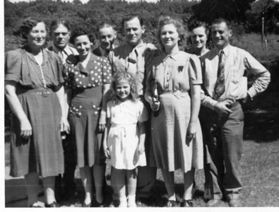 Late '30s or early '40s.  L-R: Victoria & Henry, Elsie & Boyd, little Patricia, Carson & Marie, and Helen & Earl.