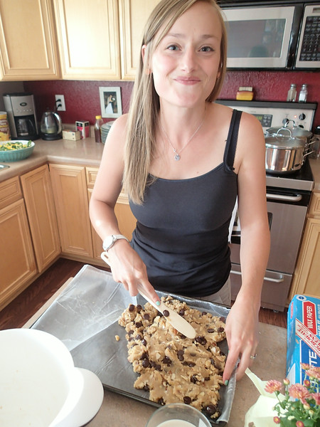 Is it really safe to eat raw cookie dough - some people think so!