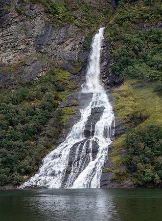 Friaren or Skågeflafossen Waterfall
