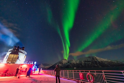 Auroral Curtains at Sea (Oct 19, 2019 v1)