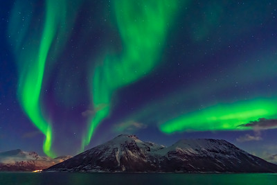 Auroral Curtains at Sea (Oct 19, 2019 v6)