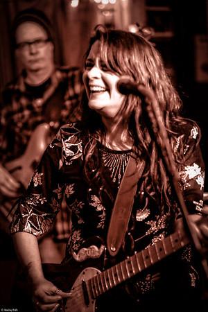Sahara Lounge 12/26/2013 Carolyn Wonderland