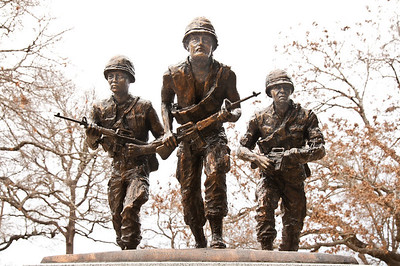 soldiers-statue