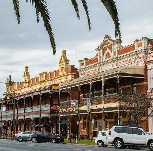 Making our way up to the Murray River, we enjoyed the colonial era riverfront architecture.