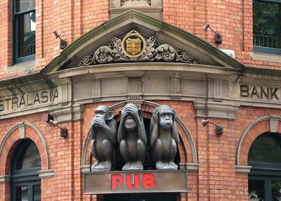Spanish quarter-3 monkeys