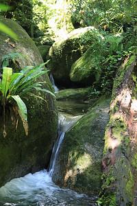 Strumyczkowe wodospadziki