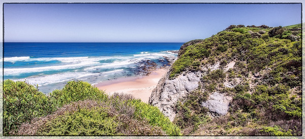 A beautiful view point along the way from Apollo bay to 12 Apostles...