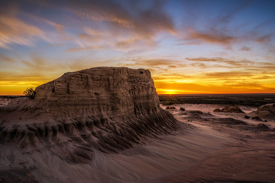 Sunset over Walls of China in Mungo National Park, Australia