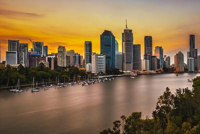 Sunset skyline of Brisbane city and Brisbane river