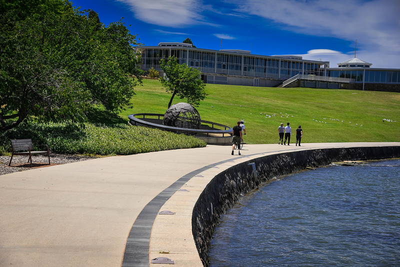 lake burley griffin walking tour