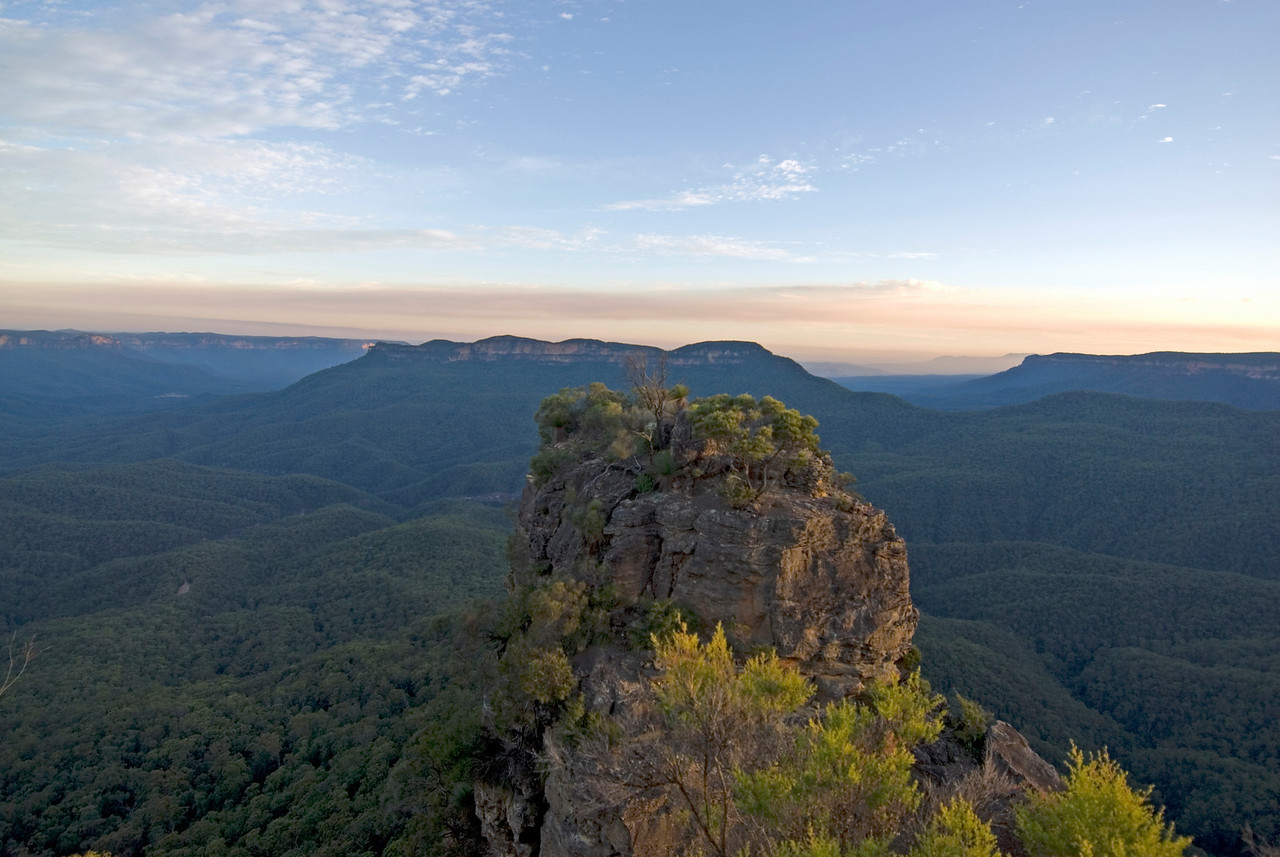 Three Sisters From Behind, Blue Mountains National Park - NSW, Australia