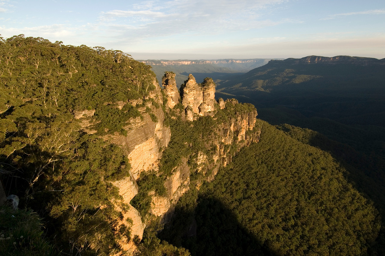 Three Sisters at Sunset, Blue Mountains National Park - NSW, Australia