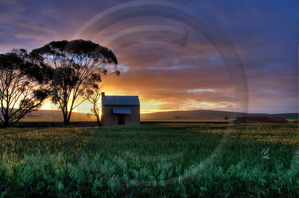AUOU41 Snowtown Shack at Sunset