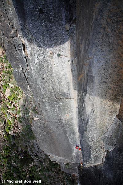 Will Monks leading Ozymandias (via the original route) a 270m route at Mt Buffalo, Victoria, Australia