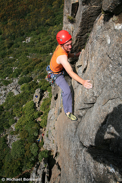 Owen Gervasoni leading Chasm Wall Centaur (17), Organ Pipes Northern Buttress, Mt Wellington, Tasmania, Australia