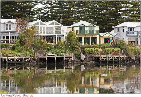Houses along the Moyne River at Port Fairy