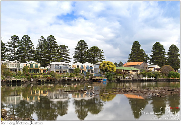 Beautiful modern houses along the Moyne River at Port Fairy