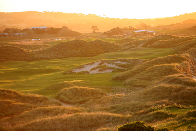 Barnbougle_17tee_people