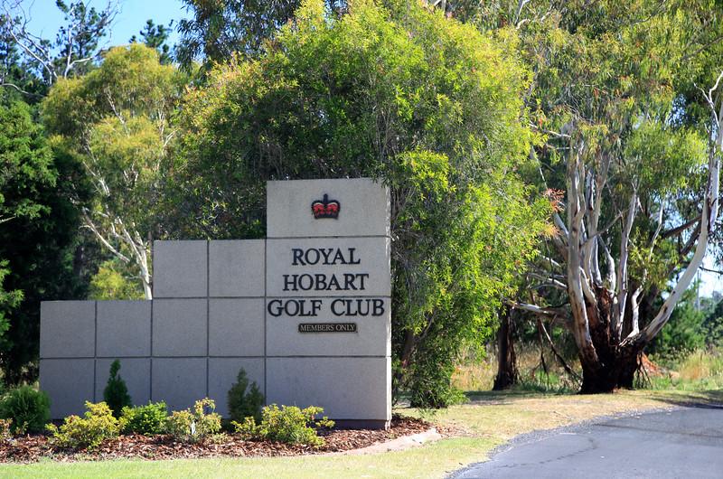 RoyalHobart_Entrance_7102