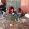 Aboriginal artist in the Injalak Arts and Crafts centre (Oenpelli)<br /> <br /> Aboriginal művész az Injalaki művészeti központban (Oenpelli)