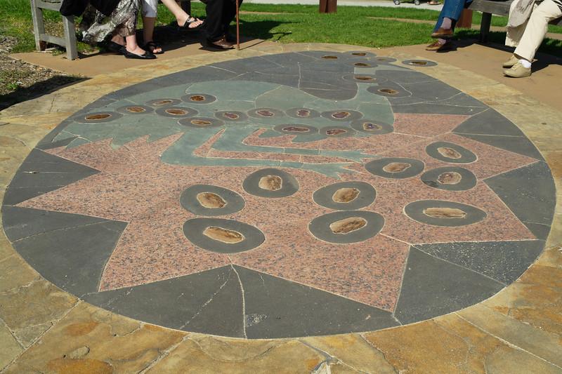 The Barraimal (emu) constellation<br /> <br /> Barraimal (emu) csillagkép ábrázolása, közöttük a Dél Keresztje