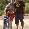 Teki and an aboriginal man<br /> <br /> Fénykép a vigyorgó turistával