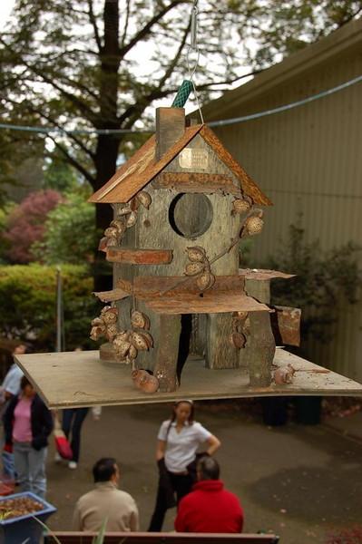 Bird feeder<br /> <br /> Madárház