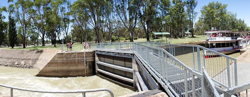 Mildura Weir and lock<br /> <br /> Zsilipelés Mildurában