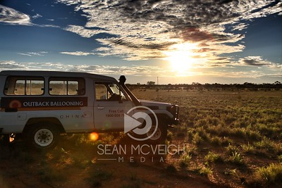 Hot air ballooning inter Australian Outback