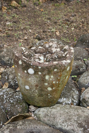 Marquesas - Nuku Hiva - Kamuihei archaeological site - Tiki (statue) 2