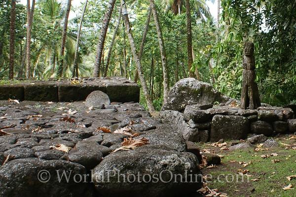 Marquesas - Nuku Hiva - Kamuihei archaeological site - platform, backrest, tiki