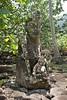 Marquesas - Nuku Hiva - Hikoku archaeological site - tiki (statue) 2