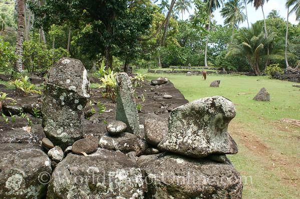 Marquesas - Nuku Hiva - Hikoku archaeological site - Tiki (statue) 3