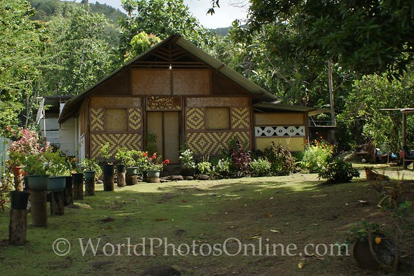 Marquesas - Nuku Hiva - House in Taipiuai