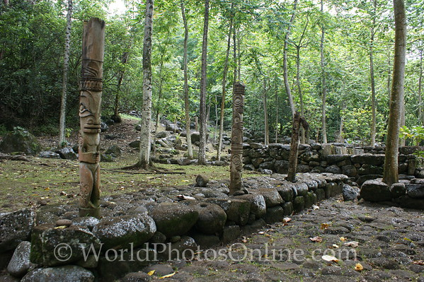 Marquesas - Nuku Hiva - Kamuihei archaeological site - Totem Poles