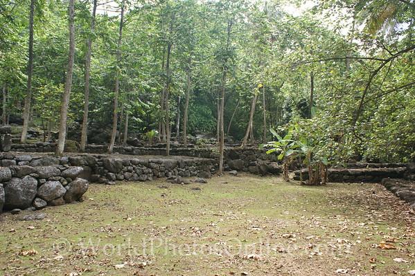 Marquesas - Nuku Hiva - Kamuihei archaeological site - tohua (public square) 2