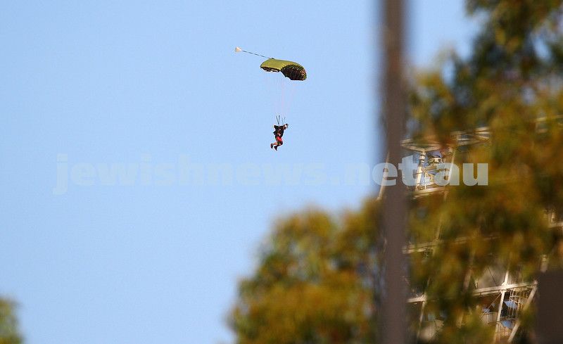 21-1-15. Australian Open 2015. Men's Round 2. Dudi Sela def Lukas Rosol (28) 7-6 5-7 7-5 6-3. Sky diver dropping into the MCG. Photo: Peter Haskin