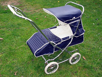 "1967 ""London"" re-badged version of the Steelcraft Regal pram in Navy Calf."
