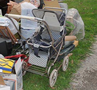 300_1661 Vintage steelcraft regal pram 1981