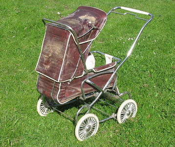 Steelcraft Consort -Before-  This pram's next stop was going to be via the bulldozer at the tip... :(