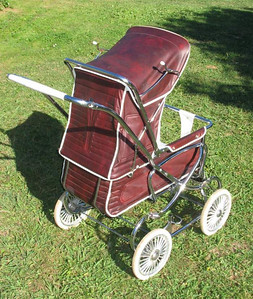 Steelcraft Consort - The pram still needs a little more work, but as you can see it's a vast improvement on the tip-bound photo. The seat is reversed in this photo.