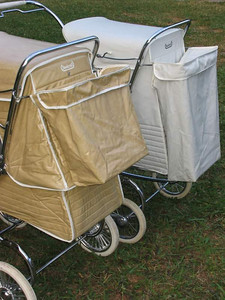 The difference between a Regal and Electra at the rear. Notice the different length matching shopping bags as the full length ones were discontinued around 1973-74 on most pram models.