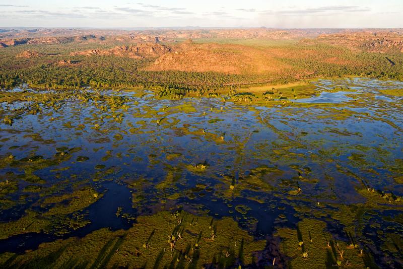 Vue aérienne des plaines inondables de l'est du parc national de Kakadu, à la limite de la terre d'Arnhem. Territoire du Nord/Australie