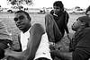 Jeunes Aborigènes assistant à un tournoi de footy (football australien) à Fitzroy Crossing. Kimberley/Australie Occidentale/Australie