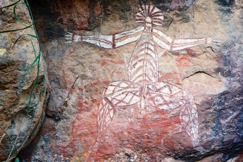 """Représentation de l'esprit du temps du rêve """"Nabulwinjbulwinj"""" sur le site d'art rupestre de Nourlangie. Parc national de Kakadu/Territoire du Nord/Australie"""