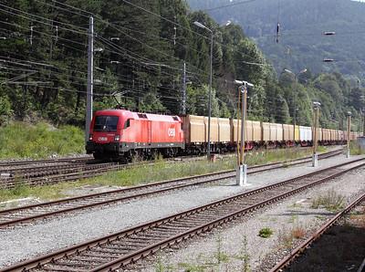 1116 082 at Payerbach Reichenau on 8th August 2009
