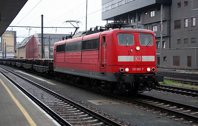 DB, 151 081 at Linz Hbf on 6th August 2006