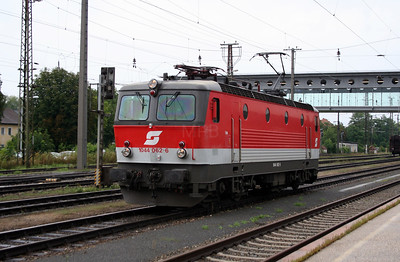 1044 062 at Wels Hbf on 7th August 2006