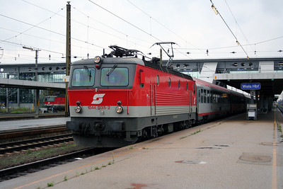 1044 035 at Wels Hbf on 7th August 2006