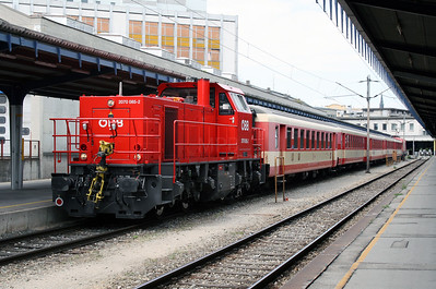 2) 2070 085 at Wien Sud (ost) Hbf on 9th August 2007